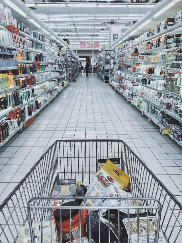 Formación de personal doméstico encargado compras en el hogar