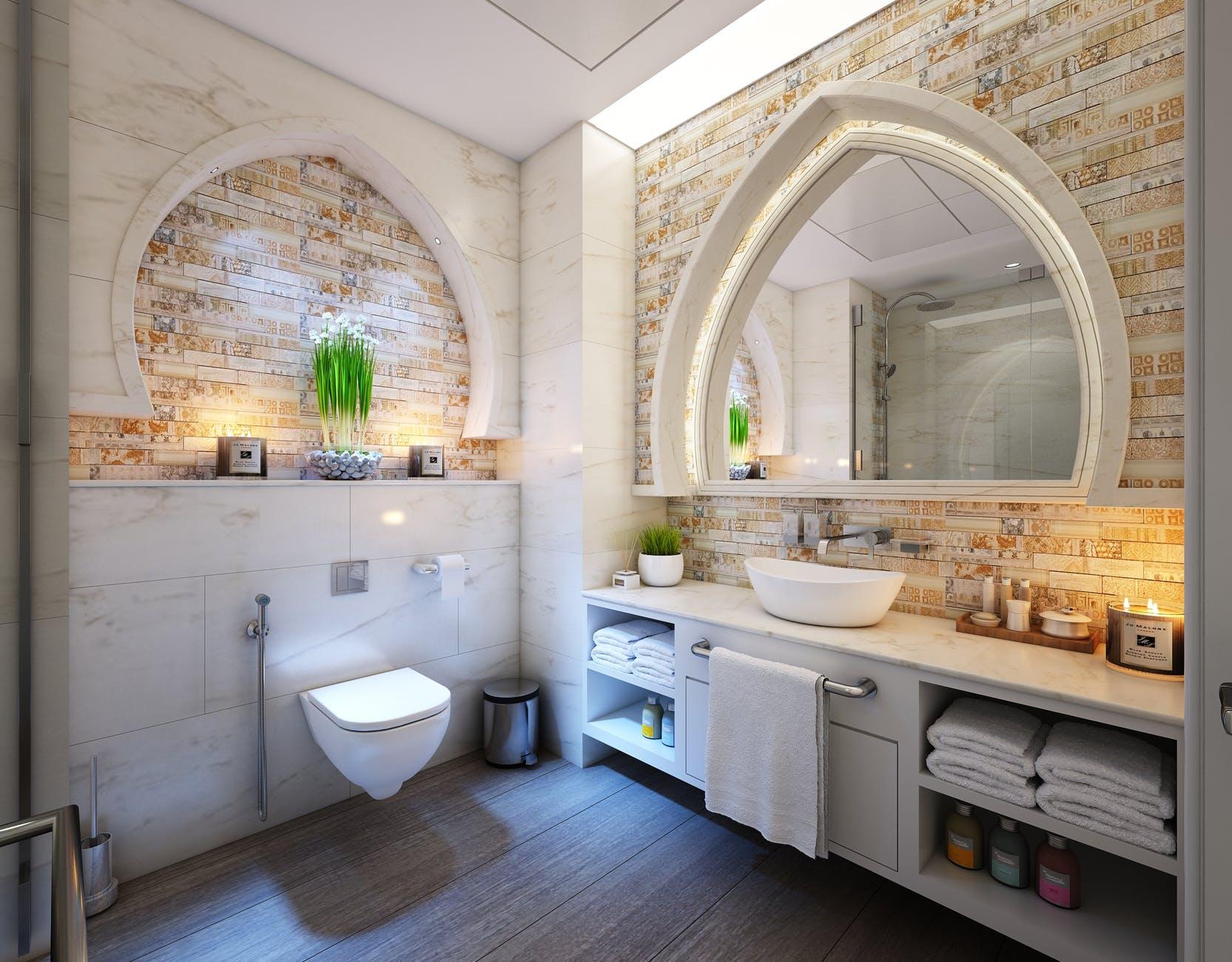 Limpieza de paredes, jaboneras y espejo
